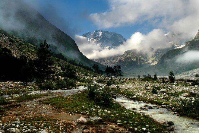 1.Горная система Кавказ,ущелье Адыр Су