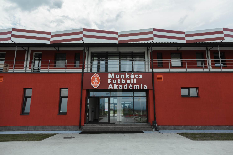 Munkach Lika3
